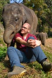 """Jeremy Kunz recherchierte in seinem Blog über unseriöse Elefanten-Camps. """"Reiseblogs mit kritischen Beiträgen sind leider selten"""", sagt er."""