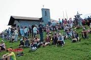 Das 75-Jahr-Jubiläum der Einweihung der Kapelle zog zahlreiche Besucherinnen und Besucher auf die Klewenalp. (Bild: Rosmarie Berlinger (8. Juli 2018))