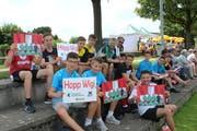 Die Wigoltinger Fans fiebern mit ihrer Mannschaft mit. (Bild: Manuela Olgiati)