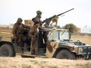 Mitglieder der tunesischen Nationalgarde waren Ziel eines Angriffs, Mehrere Soldaten wurden getötet. (Bild: KEYSTONE/AP)