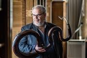 Der Musiker Michel Godard mit einem Serpent. (Bild: Michel Canonica)