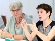 Die Nationalrätinnen Lisa Mazzone (rechts) und Rosmarie Quadranti warnen vor schwerwiegenden Folgen für Wirtschaft, Gesellschaft und die Zivildienstleistenden, sollte das Zivildienstgesetz verschärft werden. Deshalb drohen sie mit dem Referendum. (Bild: KEYSTONE/ANTHONY ANEX)