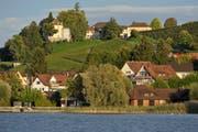 Auf dem Arenenberg (oben) befindet sich ein kleines Dorf mit einem einzigen Besitzer, dem Kanton. (Bild: Reto Martin)