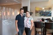 Edi und Helena Lazraj wirten seit zehn Jahren im Wittenbacher Zentrum. (Bild: Ralph Ribi)