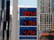 Steigende Ölpreise: Die Organisation Erdöl exportierender Länder (Opec) will die Produktion nun erhöhen. (Bild: KEYSTONE/AP/MARK LENNIHAN)