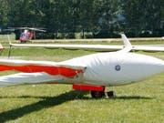 Das Segelflugzeug war am Sonntagnachmittag vom Flugplatz Münster VS zu einem Rundflug gestartet. (Symboldild). (Bild: KEYSTONE/JEAN-CHRISTOPHE BOTT)