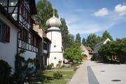 Die ältesten Teile des Refektoriums (l.) stammen aus dem 14. Jahrhundert; hinten das Pumpenhaus, rechts der neue Teil des Hotels. (Bild: Thomas Wunderlin)