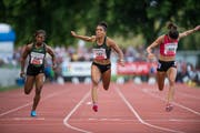 Die Berner Sprinterin Mujinga Kambundji (Mitte) bei ihrem Sieg über die 100 Meter in Luzern. Bild: Roger Grütter (9. Juli 2018)