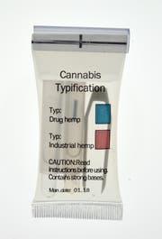 Die Farbe der Flüssigkeit zeigt an, ob das Cannabis legal oder illegal ist. (Bild: PD)