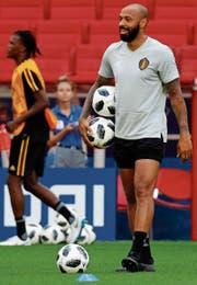 Die französische Fussballegende Thierry Henry trägt Rot-Schwarz-Gelb auf der Brust. (Bild: Felipe Trueba/EPA)
