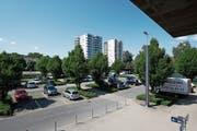 Wie die Überbauung auf dem heutigen Parkplatz aussehen wird, entscheidet sich erst nächstes Jahr. (Bild: Stefan Kaiser (8. Mai 2018))