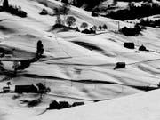 Das Bild «Weiler» zeigt den Hemberg in schwarz-weiss. (Bild: Jack Frei)