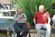 Wetterprophet Martin Horat (links) hielt auf Einladung von Patrick Zollinger, Präsident des Verkehrsvereins, eine Rede zum 1. August. (Bild: Bilder: Sabine Schmid)