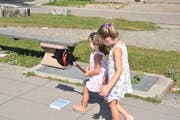 Das «Ponyreiten» auf Nando machte den Kindern grossen Spass. (Bild: Sabine Schmid)