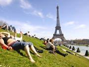 Kein Zutritt zum Eiffelturm: Wegen eines Streits um ein neues Eintrittsverfahren ist der Touristenmagnet zurzeit geschlossen. (Bild: KEYSTONE/AP/FRANCK PREVEL)