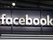 Das Soziale Netzwerk Facebook hat nach eigenen Angaben eine Kampagne zur Wahlmanipulation vor den US-Kongresswahlen im November aufgedeckt. (Bild: KEYSTONE/EPA/MAURITZ ANTIN)