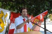 Stadtrat Jorim Schäfer spricht an der Bischofszeller Bundesfeier vor der Bitzihalle. (Bild: Georg Stelzner)