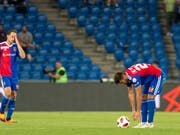 With a loss: FC Basel with Luca Zuffi (left) and Albian Ajeti stayed at PAOK Saloiniki no chance at all (Image: KEYSTONE / GEORGIOS KEFALAS)