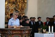 Gemeindepräsidentin Judith Odermatt, im Hintergrund das Jodlercheerli Brisäblick.