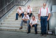 Der Männerchor Bussnang-Rothenhausen organisierte die Feier beim Schulhaus Hohenalber. Zwischendurch gab es für einige von Ihnen eine Verschnaufpause. (Bild: Andrea Stalder)