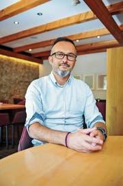 Unternehmer Enver Jashari im Frauenfelder Restaurant Barone, welches er 2016 nach dem Brand in Aadorf eröffnet hat.