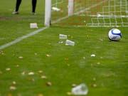Ein Becherwurf sorgte in Graz für einen 40-minütigen Spielunterbruch (Bild: KEYSTONE/PETER KLAUNZER)
