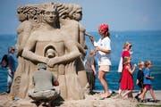 Am Sandskulpturenfestival in Rorschach kann den Künstlern über die Schulter geschaut werden. (Bild: Urs Jaudas)