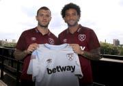 Jack Wilshere (links) und Felipe Anderson spielen neu bei West Ham. (Bild: AP)