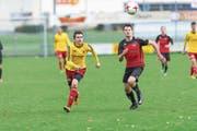 Der FC Schattdorf mit Noah Senn (rechts, hier gegen den Sempacher Michael Fölmli) hat ein gutes Gefühl im Hinblick auf die bevorstehende Saison. (Bild: Roger Grütter (Sempach, 22. Oktober 2017)