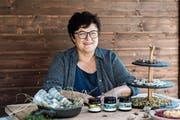 Früher bot Hanni Gisler an den Märkten und Messen Reinigungsmittel und Pfannen an, heute sind es selber hergestellte Naturprodukte. (Bild: PD)