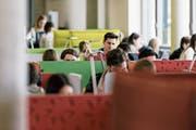 Die Studienabbruchquote Ausserrhoder Studentinnen und Studenten liegt bei lediglich fünf Prozent. (Bild: Christian Beutler/Keystone)