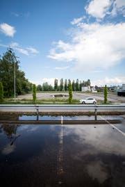 Auf dem Areal der Firma Richner in Steinach liessen sich im Mai Roma nieder. Die Fahrenden sind längst abgefahren, die politische und juristische Auseinandersetzung hält noch an. (Bild: Reto Martin)