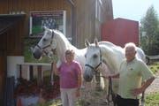 Monika und Armin Schönenberger mit den beiden «Krabat»-Zugpferden Carlos und Betjar. (Bild: Corinne Bischof)