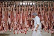 Blick in ein Schlachthaus des Fleischverarbeiters Bell. (Bild: F. Biasio/Keystone (Oensingen, 22. Dezember 2005)