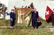 Die Fahnenpaten Marie Giger-Bachmann und Franz Felder bei der Fahnenweihe im Oktober 1959. (Bild: PD)