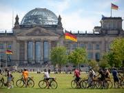Umfrage: Die Sozialdemokraten in Deutschland sinken in ihrer Popularität. (Bild: KEYSTONE/EPA/OMER MESSINGER)