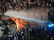 Die Polizei ist am Freitag äusserst hart gegen Demonstranten in Rumänien vorgegangen. (Bild: KEYSTONE/AP/VADIM GHIRDA)