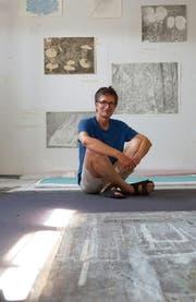 «Nur eine Technik wäre mir zu wenig»: Othmar Eder in seinem Atelier in St.Margarethen. (Bild: Dieter Langhart)