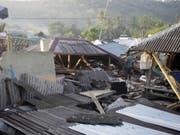 Das schwere Erdbeben vor knapp einer Woche auf der indonesischen Ferieninsel Lombok hat weit mehr Menschen das Leben gekostet als bisher vermutet. Die offizielle Zahl habe nun 387 Todesopfer erreicht, sagte ein Sprecher der nationalen Katastrophenschutzbehörde. (Bild: Keystone/AP/FIRDIA LISNAWATI)