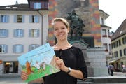 Nina Schuler will nun ihre Kinderbücher über Wilhelm Tell, die sie im Rahmen ihrer Maturaarbeit gestaltet hat, verkaufen.