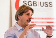 Gewerkschaftschef Paul Rechsteiner spricht an einer Medienkonferenz zum Rahmenvertrag Schweiz - EU und flankierender Massnahmen. ((Thomas Hodel/Keystone (Bern, 8. August 2018))