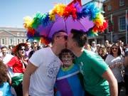 Rechte Gruppierungen haben am Samstag in Polen eine Veranstaltung zur Wahl des «Mister Gay Europe» gestört. (Bild: KEYSTONE/AP/PETER MORRISON)
