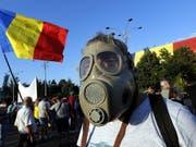 Die Rumänen haben genug von ihrer korrupten Regierung und gehen in Bukarest (Bild) und anderen Städten auf die Strasse. (Bild: KEYSTONE/EPA/ROBERT GHEMENT)