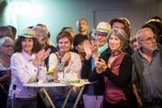 """Begeistertes Mitklatschen beim Auftritt des """"Item Quartett"""" in der Chalberhalle. (Bild: Ralph Ribi)"""