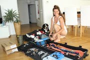 Andrea Brühlmann packt ihre Koffer für Korea. Bild: Trudi Krieg