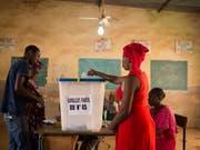 In einem Wahllokal in der malischen Hauptstadt Bamako. (Bild: KEYSTONE/AP/ANNIE RISEMBERG)