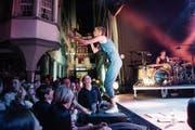 Sängerin zum Anfassen: Energiebündel Steff la Cheffe singt sich den Schmerz von der Seele (Bild: Ralph Ribi)