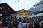 """Die Menschenmassen am Streetfoodfestival """"Alpnach isst"""". (Bild: Patricia Helfenstein-Burch (Alpnach, 11. August 2018))"""