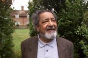 Der britisch-indische Autor V.S. Naipaul in Salisbury, England. (Chris Ison/PA via AP)