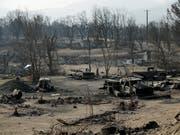 Bild der Zerstörung: In Kalifornien kämpfen Sicherheitskräfte auch am Sonntag (Ortszeit) gegen zahlreiche Waldbrände. (Bild: KEYSTONE/AP/JOHN LOCHER)